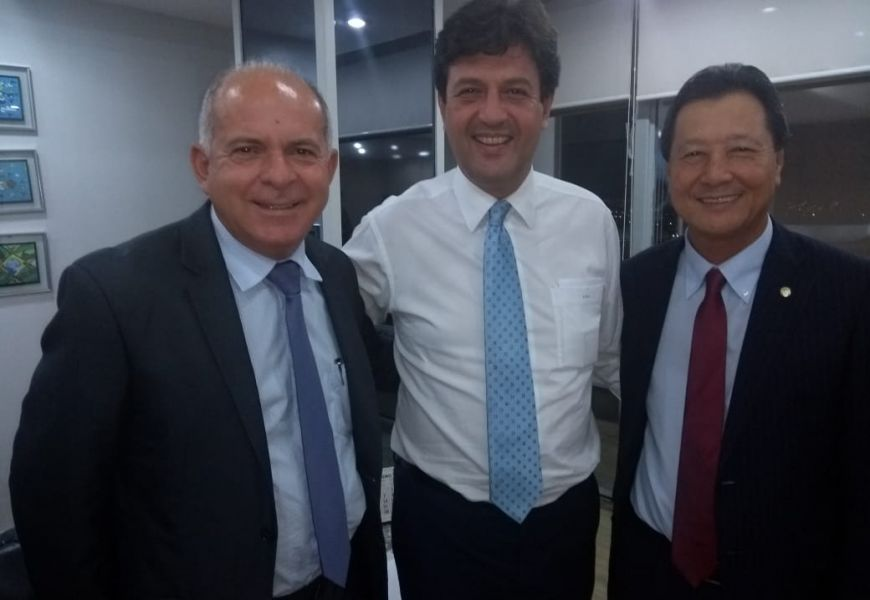 Na foto: Almir de Almeida (Presidente do CIUENP), Luiz Henrique Mandetta (Ministro da Saúde) e Luiz Nishimori (Deputado Federal)